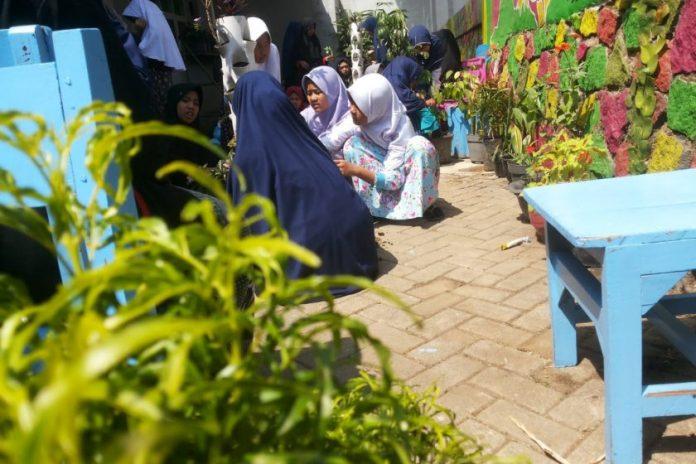 Adiwiyata Time (Fatiha Jihad, Shafira Amalia, & Khanifa Qurrota A)