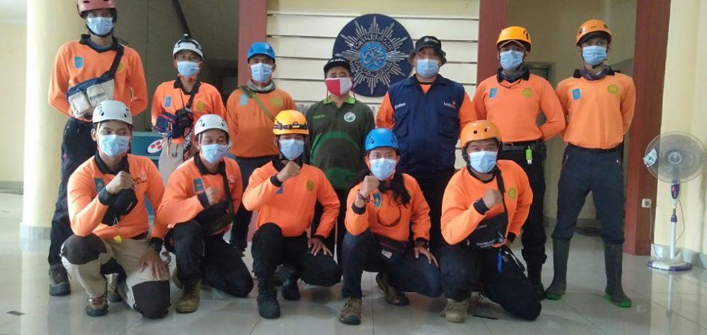 MDMC jateng berangkatkan tim relawan ke amuju, dilepas ketua PWM Jateng